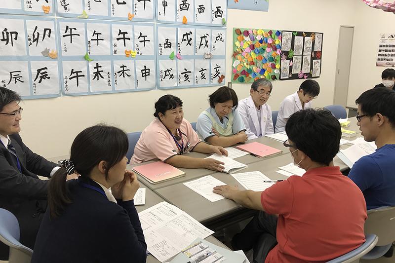 スタッフ・医師との入所判定会議2