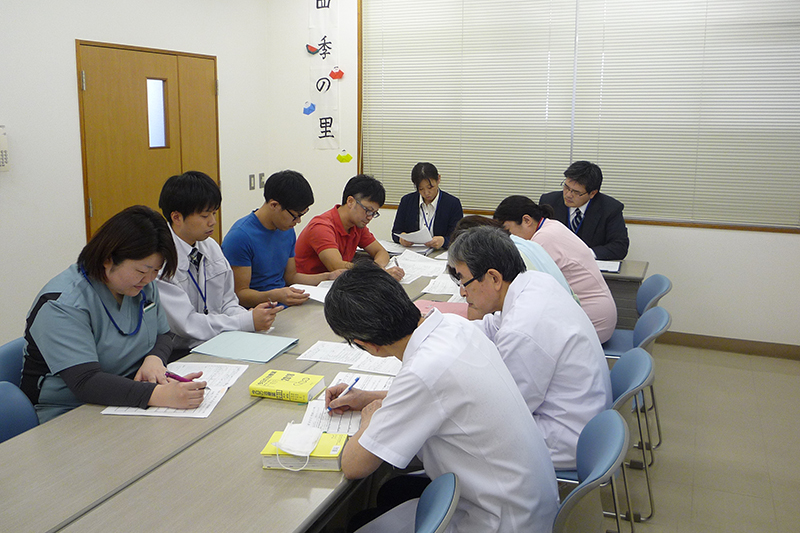 スタッフ・医師との入所判定会議3